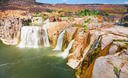 11-Day Enchanting West Coast Tour: Geysers, Canyons, Lakes, Waterfalls