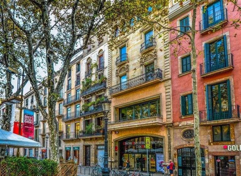 Barcelona: vibrant, artistic, relaxed city of Gaudi