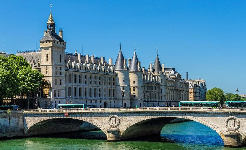 Sainte Chapelle and Conciergerie Ticket and Priority Access