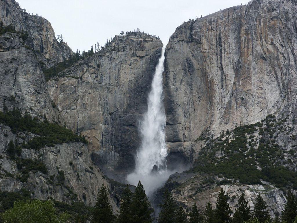 Bridalveil Fall - Yosemite